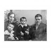 Д.А.Батиев с женой и дочерьми Ией и Автономой