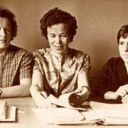Э.К. Павлова слева, Н.И. Лоскутова в центре
