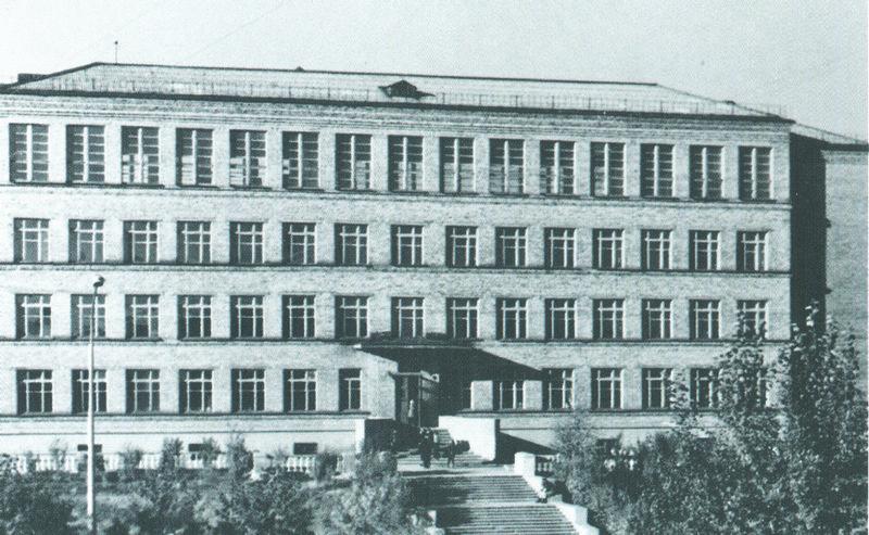 Школа № 4 в середине 1960-х.
