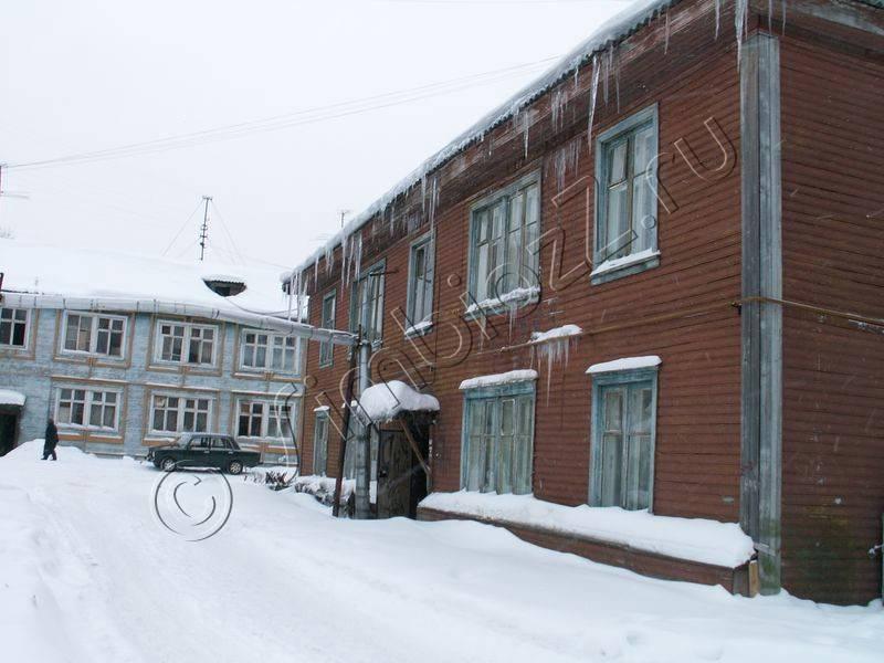 Слева на втором плане дом №52а Фото с сайта simbiozz.ru