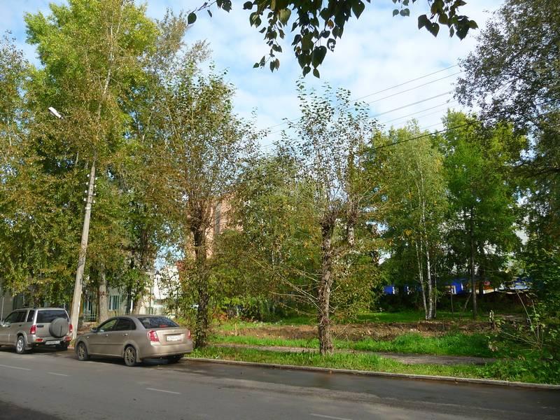 Место дома №17. Слева дом Орджоникидзе №51.
