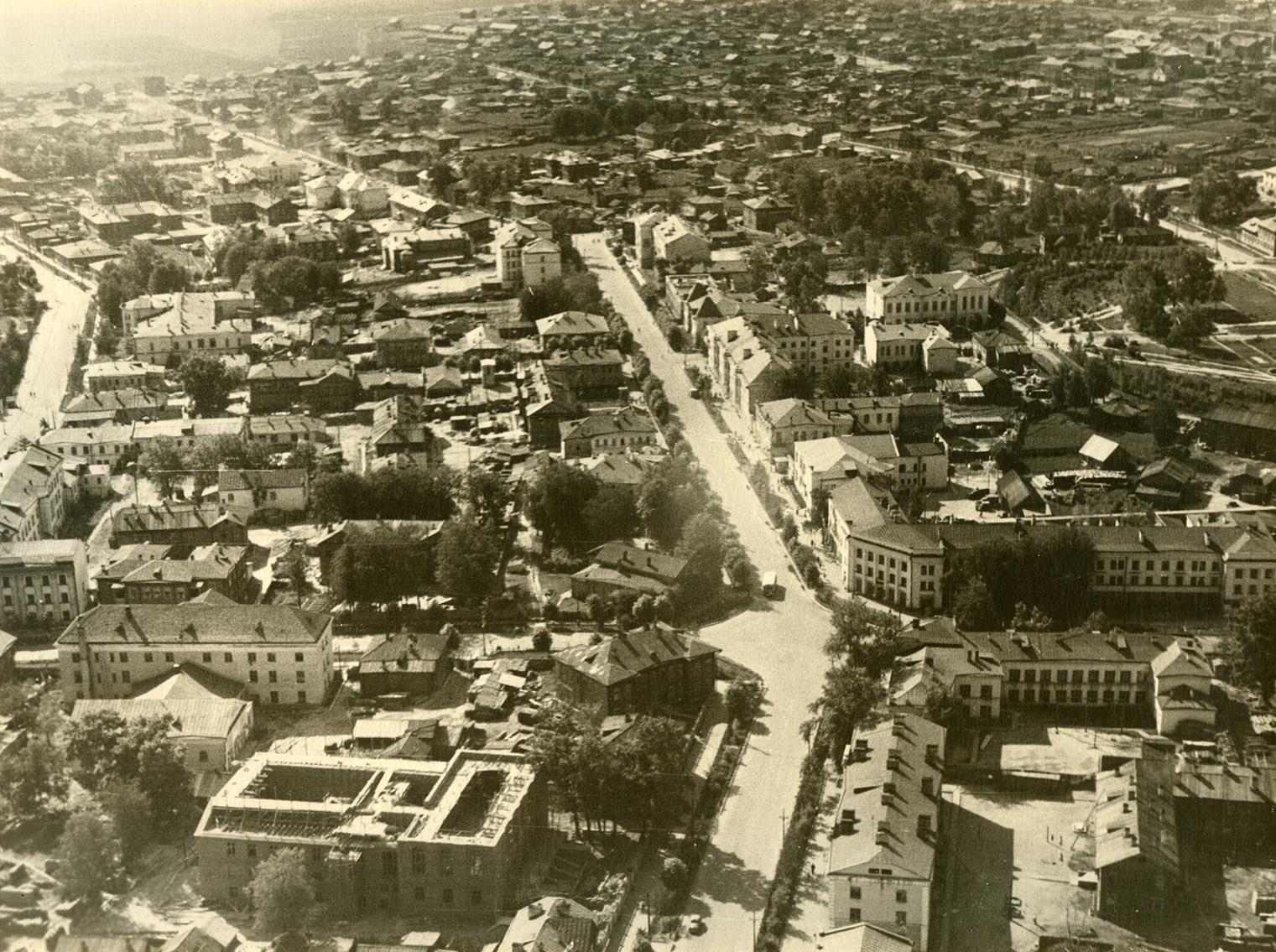 Вид города. Перекресток улиц Советская и Бабушкина. Фотосъемка с самолета. 1946 г.
