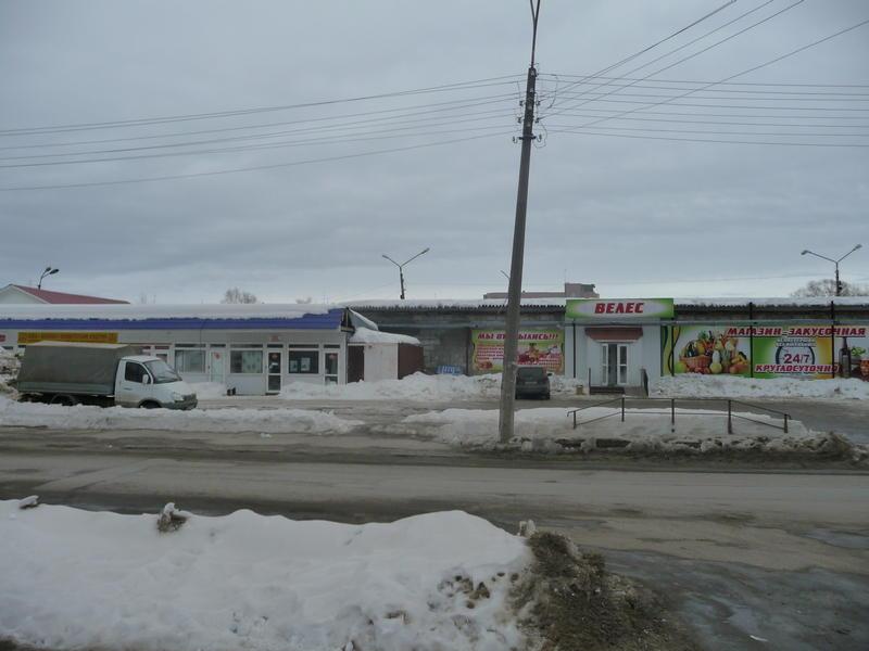 Вид на магазины после сноса ближайшего к ул. Юхнина павильона