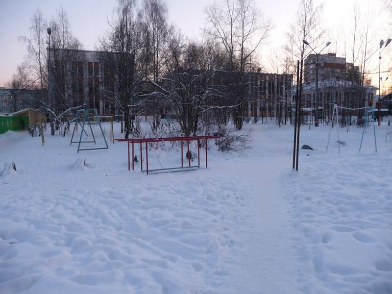 Школа №12. Вид со двора.2011 г.