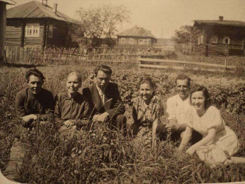 Вид со двора д.13 на соседние дома по Первомайской. Июль1950 г.Фото с сайта komimort.gallery.ru