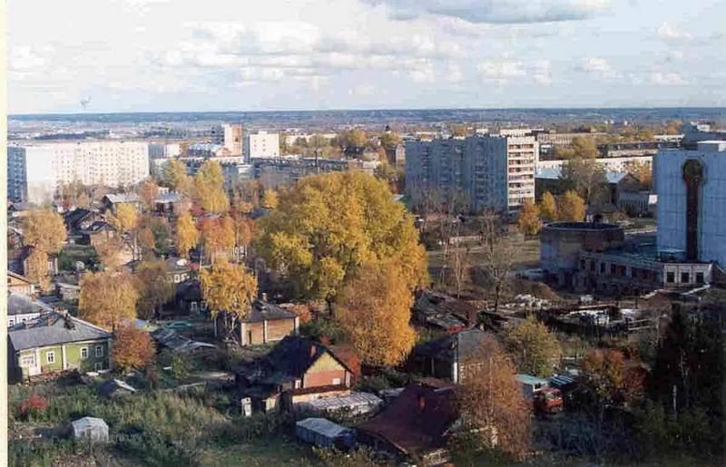 Вид Сыктывкара в сентябре 1995 года с крыши Товары для дома. Фото с сайта komimort.gallery.ru