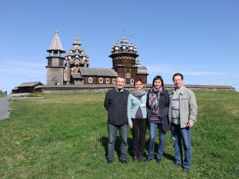 Участники чтений на Кижском погосте: Владимир Кудрявцев (Марий Эл), Ивона Жепниковска (Польша), Светлана Низовцева и Алексей Рассыхаев