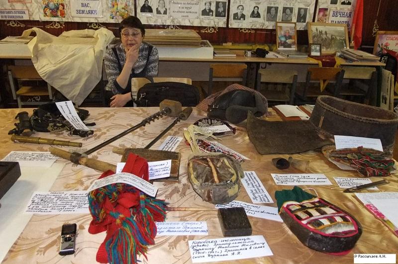 Экспонаты школьного музея и М.А. Дуркина