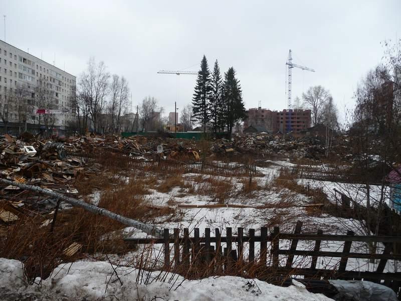 В центре развалины домов 177, 179 и 183