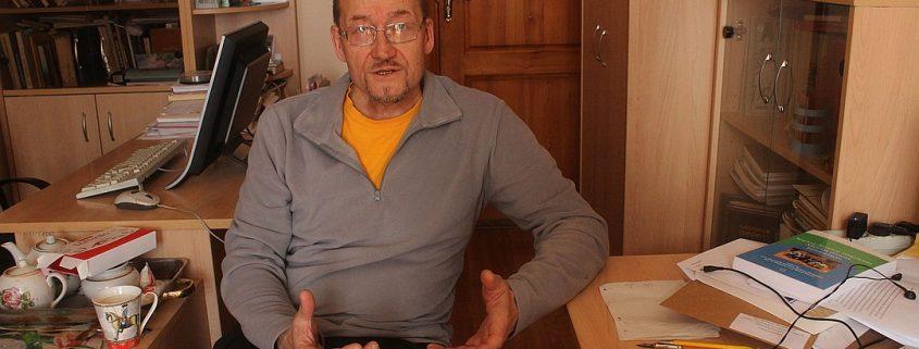 «Будто молоточком легонько бьет»: как сыктывкарский целитель-костоправ чувствует боль через руки (Комсомольская правда Екатеринбург)