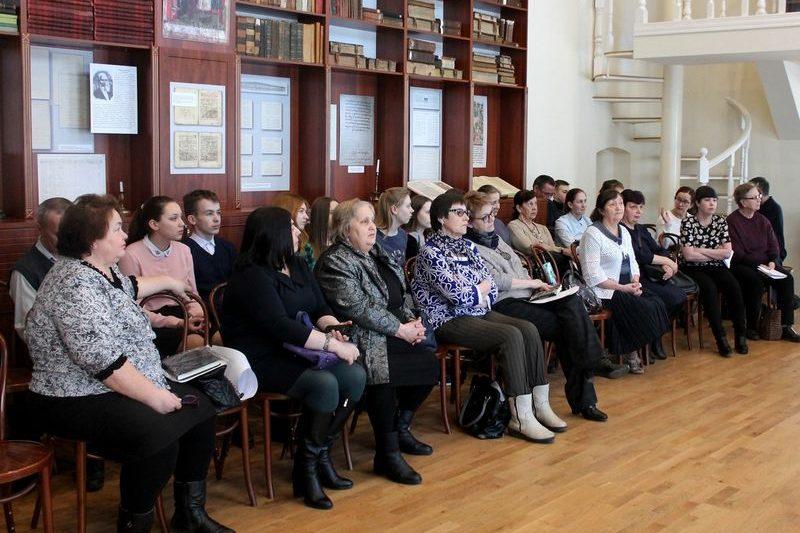 Литературоведы ИЯЛИ провели научное мероприятие «Александр Лужиков: писатель и время»