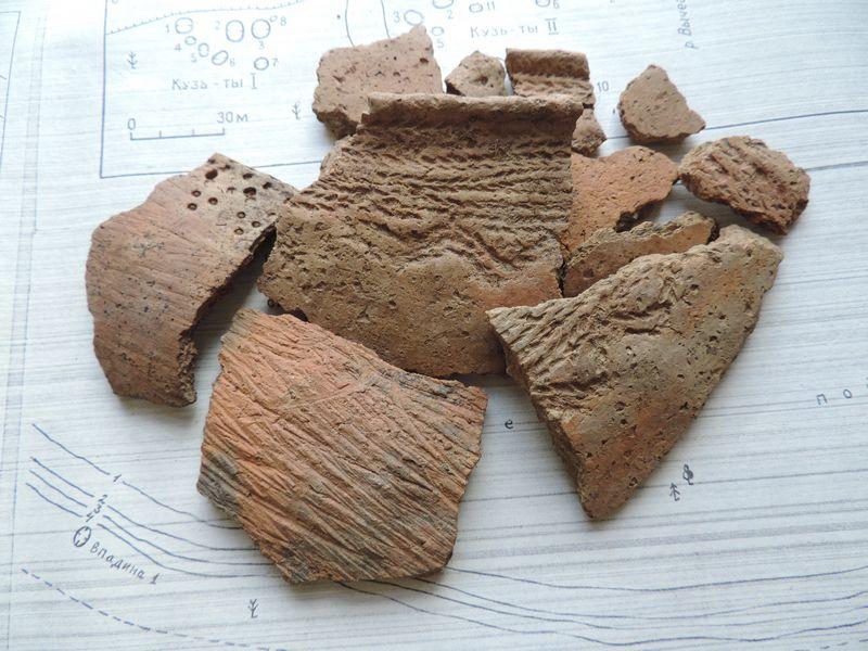 Поселение Озъяг V. Фрагменты глиняной посуды середины I тыс. н.э.