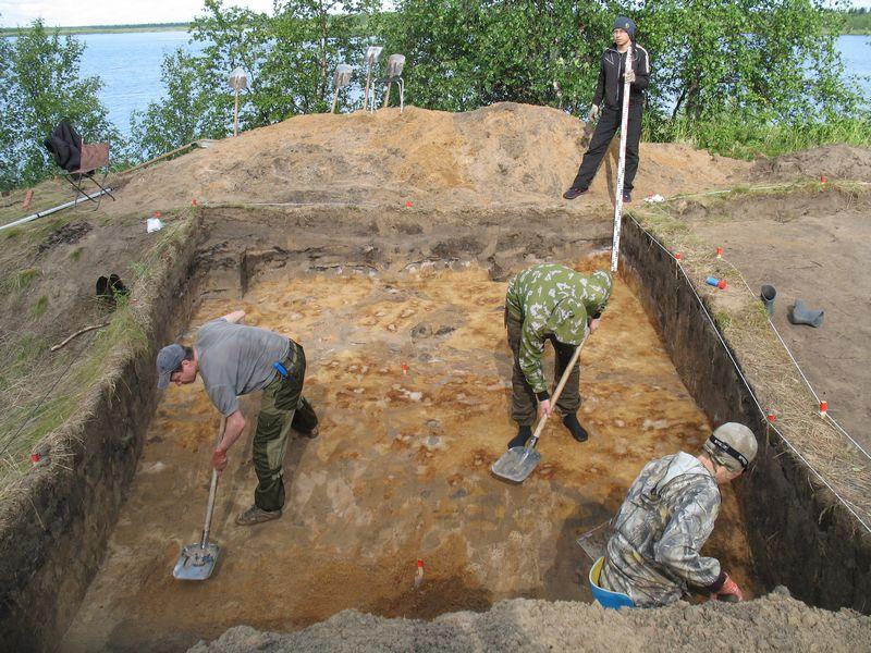 Зачистка дна раскопа