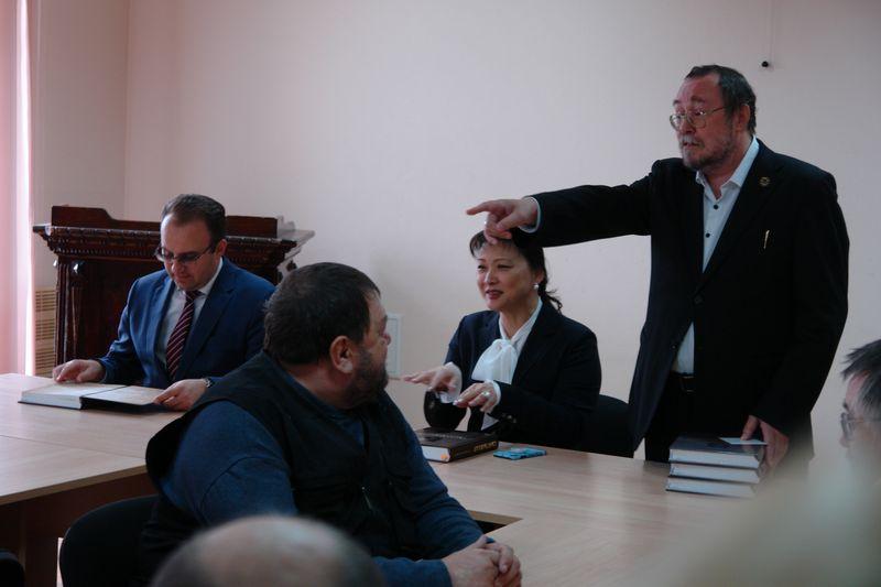 В ИЯЛИ состоялась презентация исторических очерков «Сыктывкар в прошлом и настоящем»