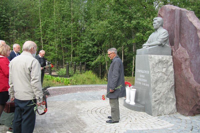 Память Ю.А.Спиридонова почтили возложением цветов