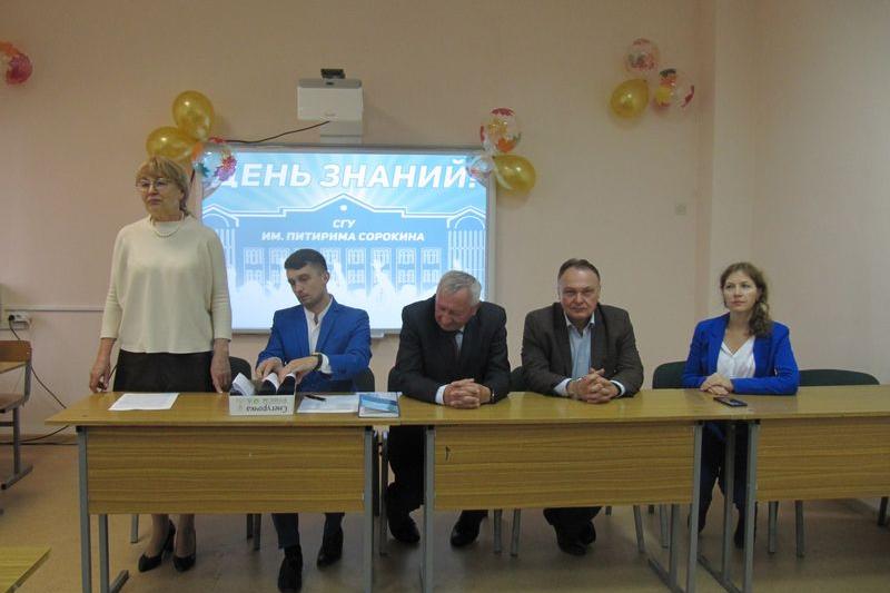 Ученые ИЯЛИ поздравили студентов с Днем знаний