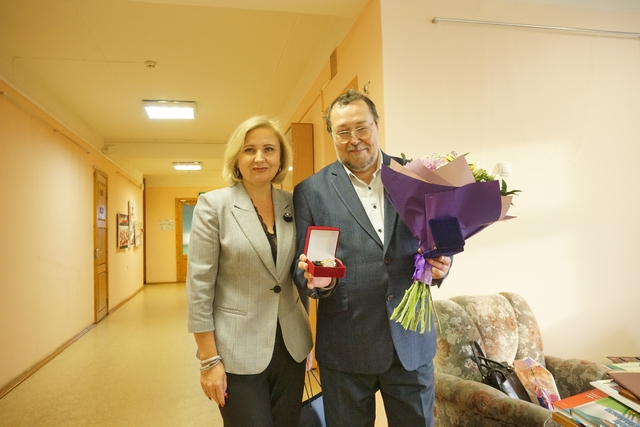 Наталья Хозяинова поздравила известного сыктывкарского ученого Игоря Жеребцова с 60-летием (АМО ГО «Сыктывкар»)