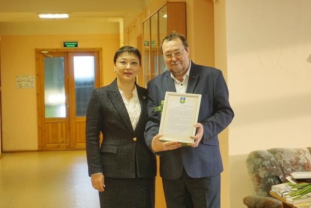 Анна Дю поздравила заслуженного деятеля науки Игоря Жеребцова с юбилеем